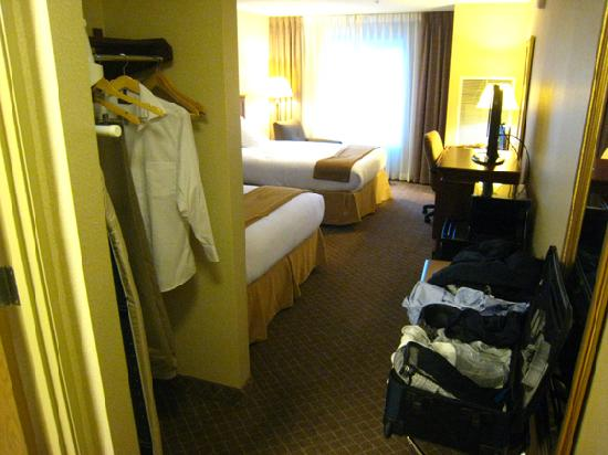 Holiday Inn Express Hotel & Suites Lacey: Another view of room