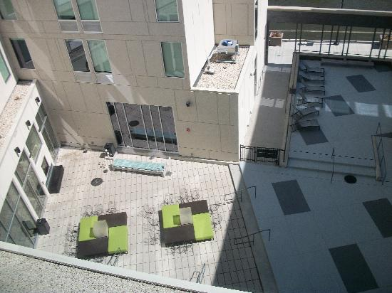 Aloft Milwaukee Downtown: View of courtyard from our room