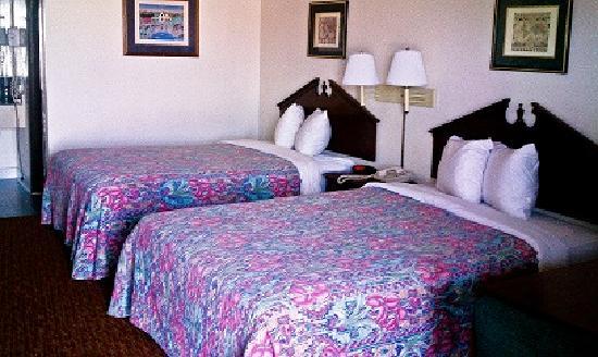 Budgetel Inn Houston : Two Doubles