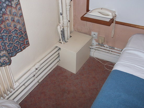 Hotel Normandy: Plumbing in our room