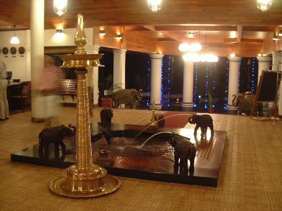 The Elephant Court Thekkady : Beautiful lobby at the Elephant Court Hotel