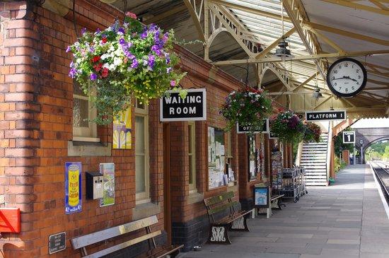 Cheltenham, UK: Toddington Station