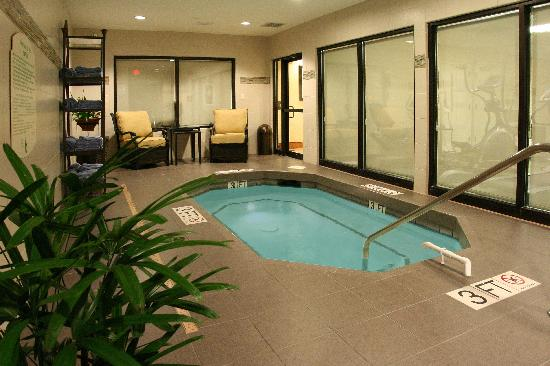Courtyard Columbia Northeast/I-77: Soaking in our indoor whirlpool is perfect after a great workout.