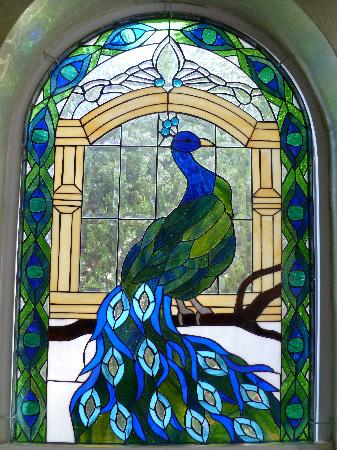 Amid Summer's Inn Bed and Breakfast: Stained glass in the Peacock room