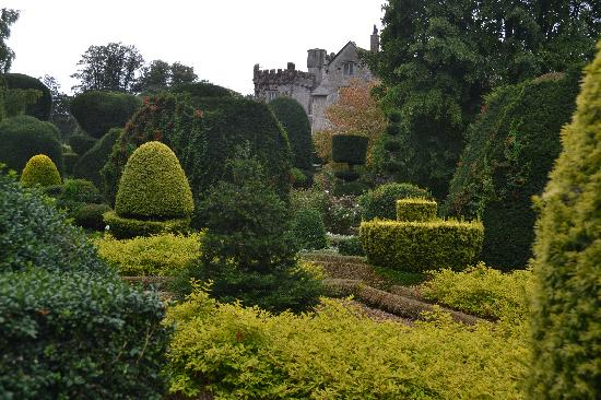 Kendal, UK: Gardens and Hall