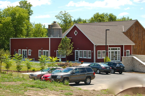 """Wisconsin Museum of Quilts and Fiber Arts: Home of the """"Barn Gallery"""""""