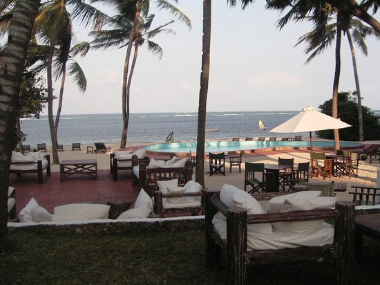 Diamonds Malindi Beach: la zona bar e una piscina