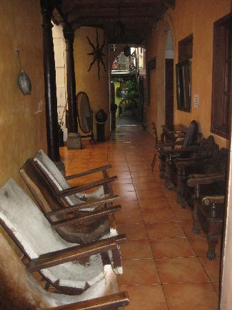 Hotel Villa Florencia Centro: good conversations happen in these old chairs