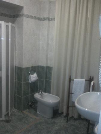 Hotel Argentina: Baño