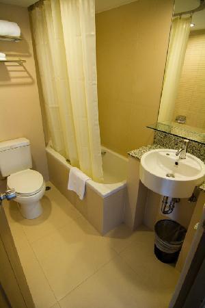 Narai Hotel: Baño