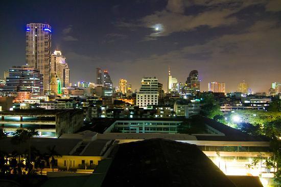 Narai Hotel: Vistas de noche