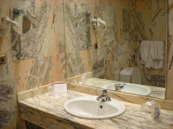 Salles Hotel Malaga Centro: bagno stanza 205