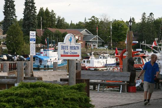 Cedar Vista Motel: The port of Tobermory