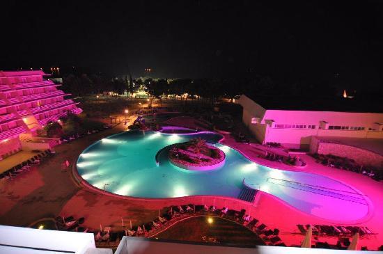 Olympia Hotel: Pool bei Nacht
