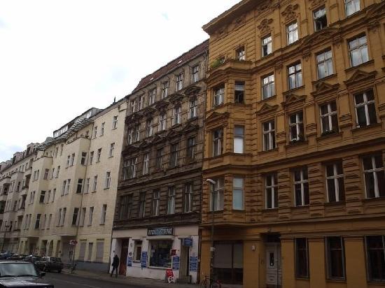 """""""Nuevos"""" y """"viejos"""" edificios en Prenzlauer berg"""