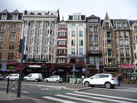 Hôtel balladins Lille : hotel seen from in front of the trainstation (its in the building with the old name Chagnot)