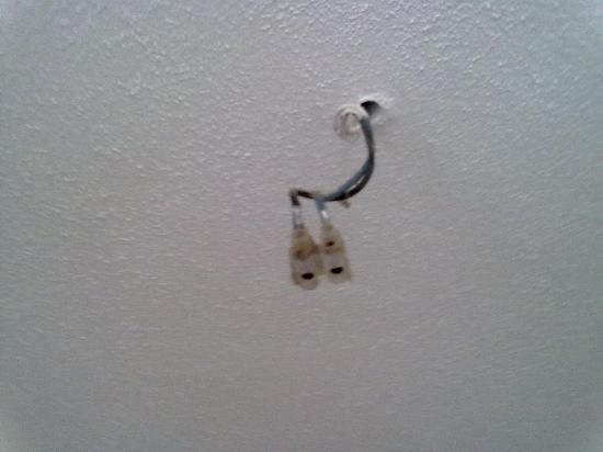 Joinal Villas Apartments: Wires hanging down above the fridge