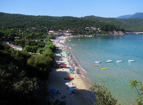 """Hotel Danila : la spiaggia della """"biodola"""" a 2 passi. giudicate voi"""