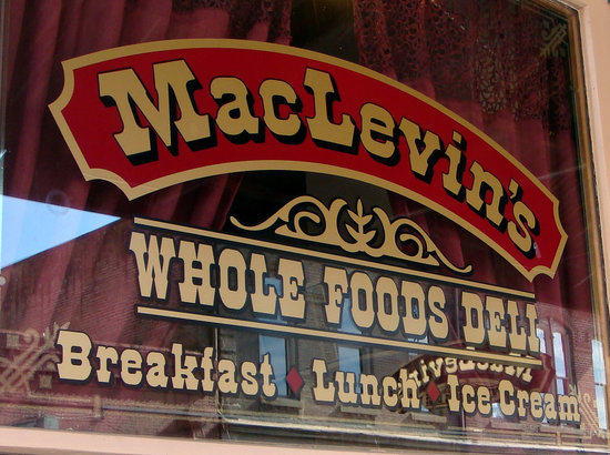 MacLevin's Eaterie: MacLvin's front window