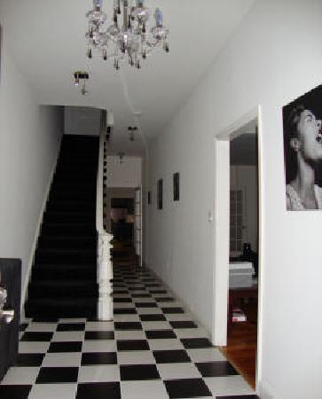 BlancNoir: Hallway