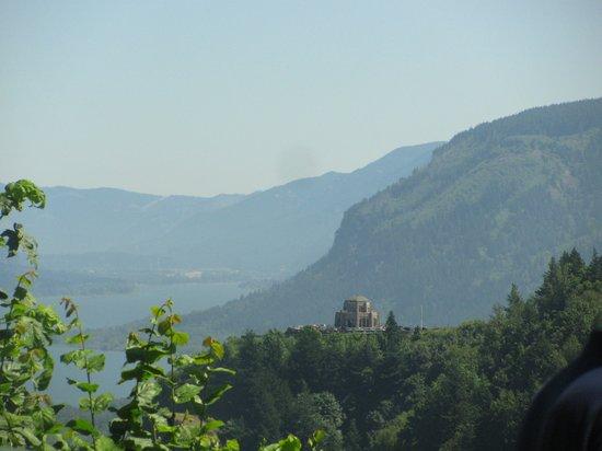 America's Hub World Tours: View of Crowne Point Vista House and Columbia River Gorge