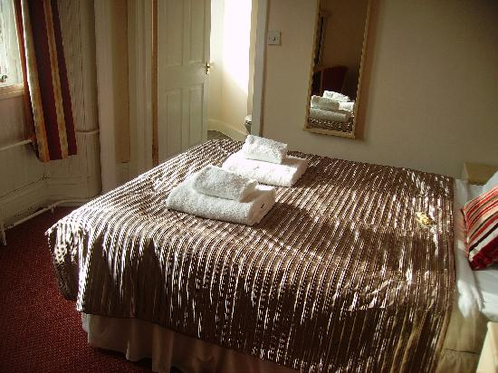The Station Hotel: Bed and window