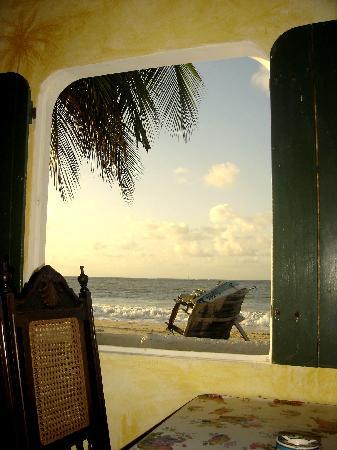 Pousada Chez Roni: Salle à marger vue sur mer