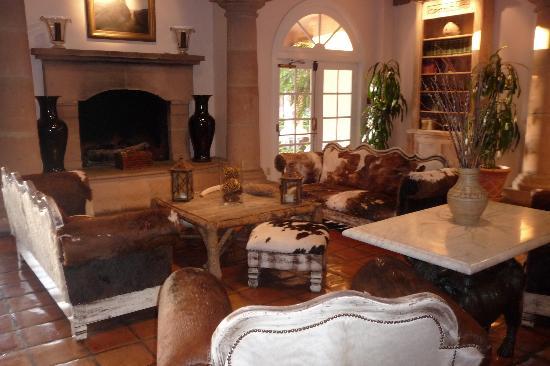 Harris Ranch Inn : lobby