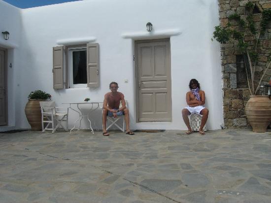 Eleni's Village Suites: Mario y Pani Agosto 2011