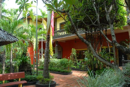 Bopha Siem Reap Boutique Hotel: Courtyard area