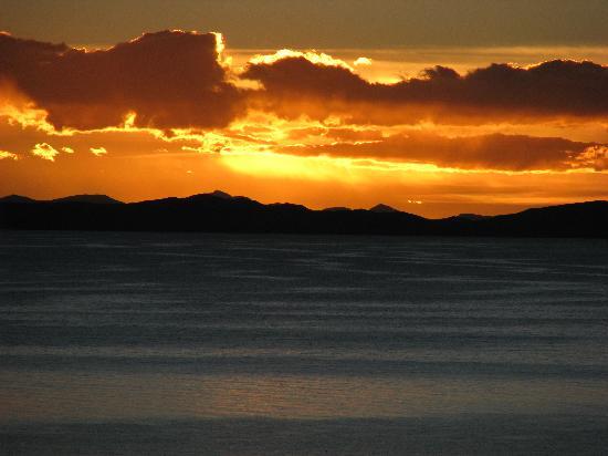 Isla Suasi Hotel : Sunset