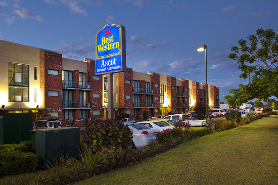 BEST WESTERN PLUS Ascot Serviced Apartments: Best Western Ascot Entrance
