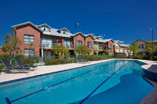 Best Western Plus Ascot Serviced Apartments: Pool