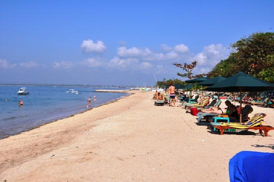 Prama Sanur Beach Bali: The beach