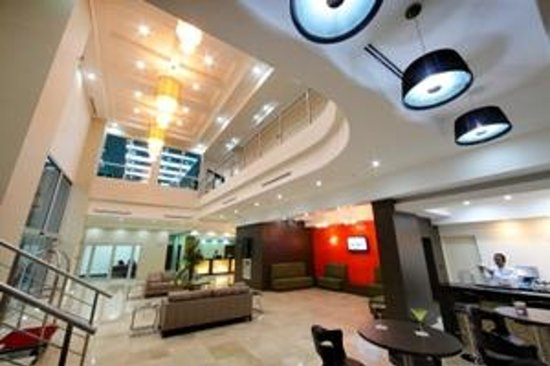 Clarion Victoria Hotel and Suites Panama: Lobby y Bar
