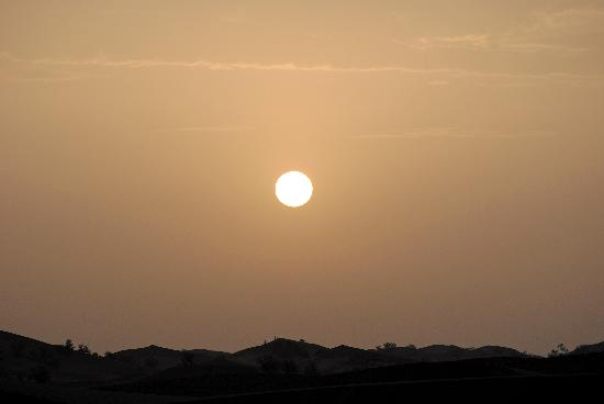 Tinfou Dunes: o nascer do sol no deserto