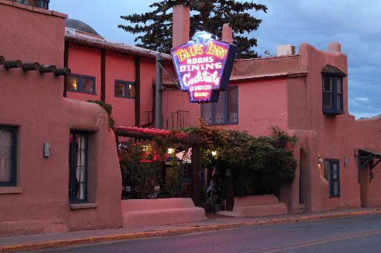 The Historic Taos Inn: Taos Innstreet view