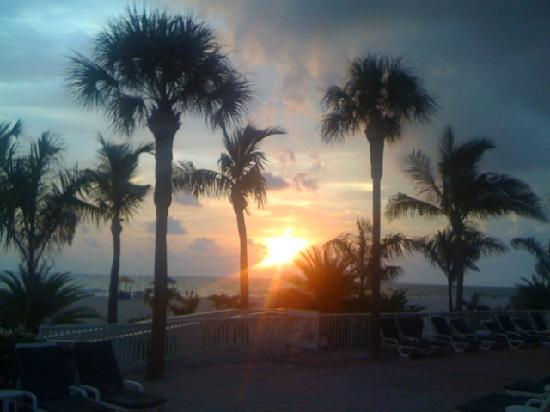 Grand Plaza Beachfront Resort Hotel & Conference Center: Sunset worth a Million Bucks