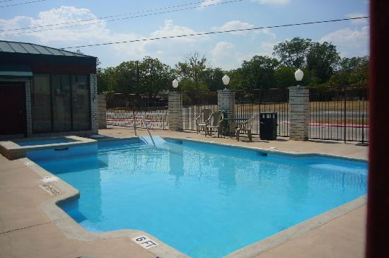 Days Inn New Braunfels: Outdoor pool