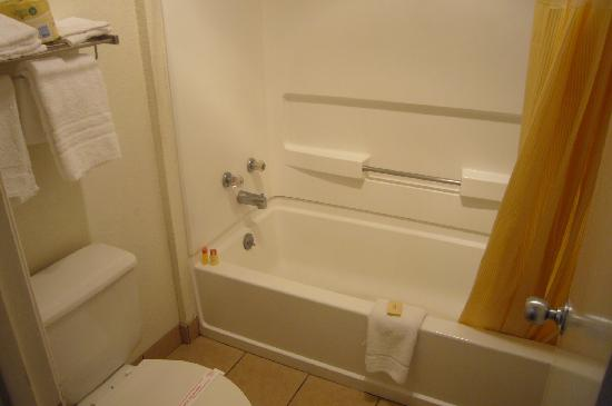 Days Inn New Braunfels: Bathroom
