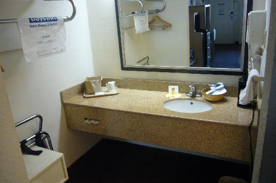 Days Inn New Braunfels: Sink area