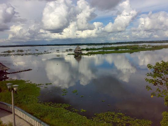 Iquitos, Peru: el rio visto desde la ciudad