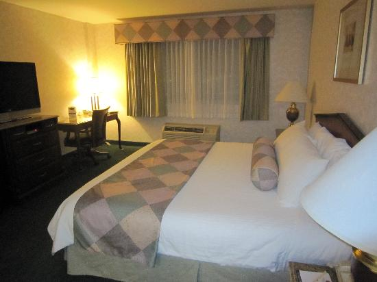 Wyndham Garden Hotel Arlington: comfortable bed