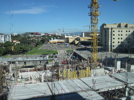 Residence Inn San Jose Escazu: Construction next door