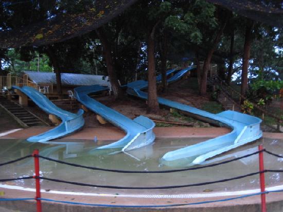 Bluejaz Beach Resort & Waterpark: slides for kids