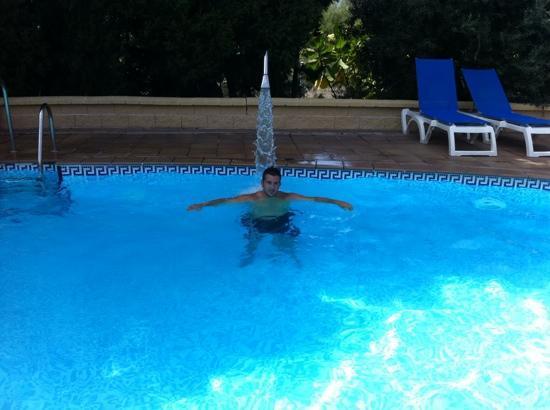 Best Alcazar: piscina climatizada a las 17:00 solo (muy tranquila)