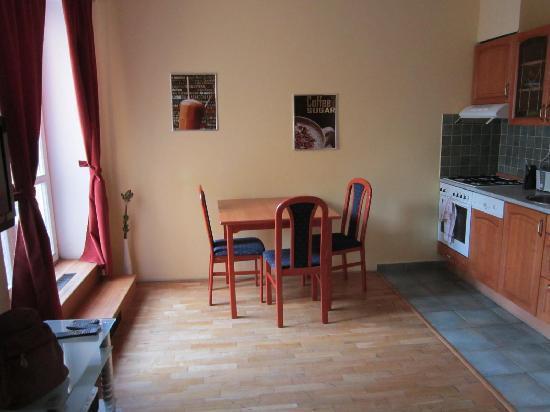 Capital Apartments: kitchen