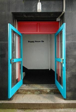 H2O Guesthouse: door