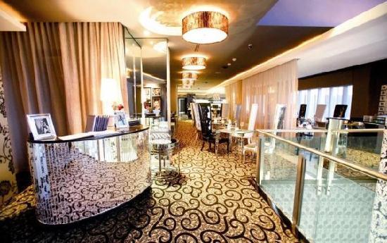 Protea Hotel Fire & Ice! by Marriott Johannesburg Melrose Arch: Restaurant Entrance