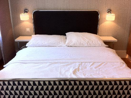 Three Crowns Hotel : Bed